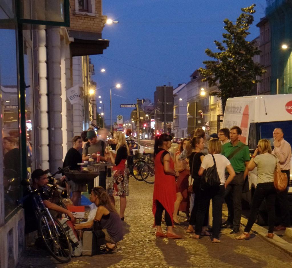Abschlussabend der 7. Nacht der Kunst in und vor der Georg-Schumann-Straße 130, Foto: Roland Löbel