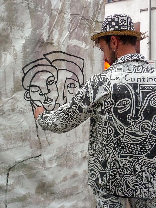 Mehrfach konnte man Marc Antoine Petit bei der Entstehung eines seiner Kunstwerke über die Schulter schauen.